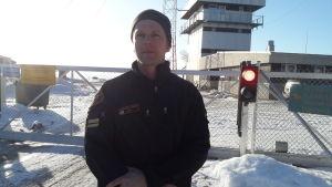 Sjöbevakaren Kim Ståhl vid Vallgrunds sjöbevakningsstation
