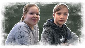 Kuvassa Oulujoen koulun oppilaat Lilli ja Matti liitutaulun edessä.