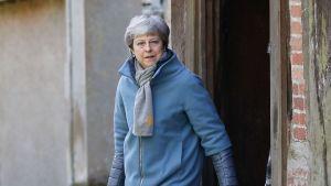 Premiärminister May lämnade söndagsgudstjänsten i Maidenhead, väster om London på söndagen 24.3.