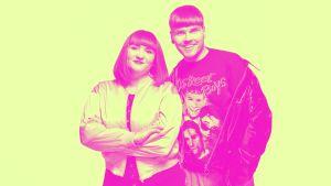 Anna Brotkin ja Eino Nurmisto hymyilevät vierekkäin kameralle kuvassa, joka on väritetty keltaiseksi ja pinkiksi.