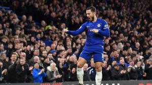 Eden Hazard jublar efter fullträff.