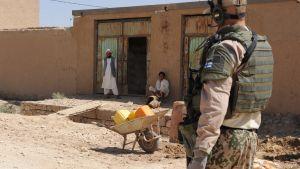 En finsk fredsbevarare i Afghanistan under sommaren 2010.