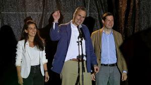 Javier Ortega Smith, Vox generalsekreterare talar till anhängarna efter att valurnorna i det spanska parlamentsvalet stängt.