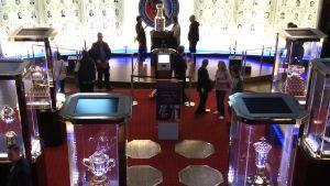 Stanley Cup-pokalen förvaras i Hockey Hall of Fame.