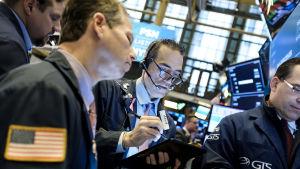 Börsen på Wall Street i New York har reagerat kraftigt negativt på de oroande handelsnyheterna från Washington