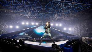 Sebastian Rejman harjoituksissa euroviisulavalla