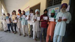 Väljare i Amritsar i delstaten Punjab deltog i den sjunde och sista valomgången i Indien