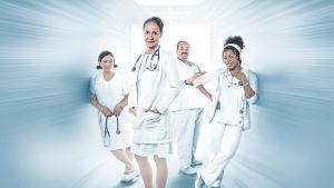 Joukko sairaalatyöntekijöitä muokatussa kuvassa katsomassa kameraan.
