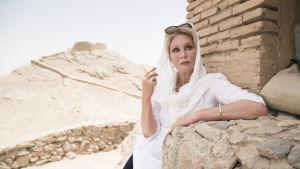 Näyttelijä Joanna Lumley matkaa Silkkitiellä.
