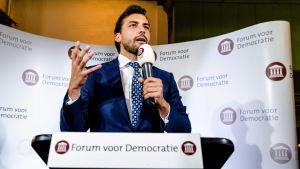 Ledaren för högerpopulistiska FvD, Thierry Baudet, talade vid partiets valvaka i  Amsterdam.