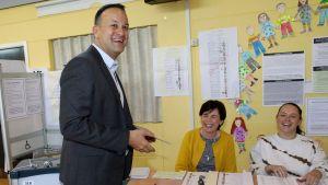 Irlands premiärminister Leo Varadkar röstar i EU-valet 2019.