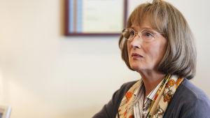 Närbild på Mary Louise Wright (Meryl Streep).