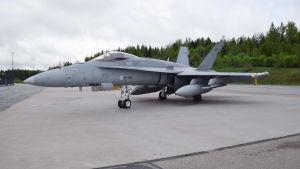 Hornet hävittäjä HN-408 kuvattuna Pirkkalassa 27. 05 .2019.