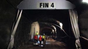 Bild på varifrån metron kommer komma från i Finnos metro station.