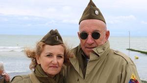 Allessandro och Lorrana från Rom deltar i firandet av årsdagen för D-Day.