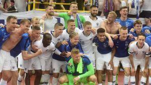 Finlands lagfoto efter segern över Bosnien-Hercegovina.