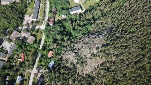 Flygfoto där Kasberget och Pojo centrum syns.