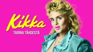 Ilmeikäs Kikka katsoo sinisillä silmillään kameraa pinkkiä taustaa vasten. Kuvaan lisätty teksti: Kikka - tarina tähdestä.