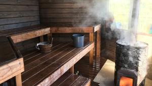 Vuokatin Vesiurheilkeskuksen sauna sisältä päin.