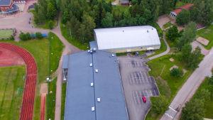 Helikopterbild av Sjundeå bollhall