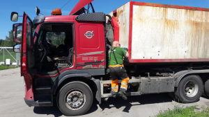 Tankbil vid Jeppo Biogas Ab.