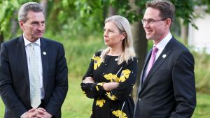 EU-kommissionärerna Gunther Oettinger och Elzbieta Bienkowska och kommissionens viceordförande Jyrki Katainen vid Villa Bjälbo 4.7.2019.