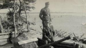 Ett svartvitt foto på tyska soldater i Hangö.