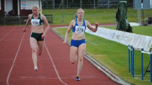JOnna Berghem löper i mål.