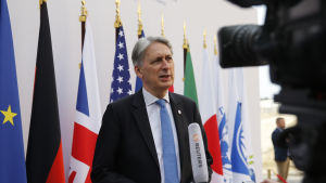 Storbritanniens finansminister Philip Hammond intervjuas under G7 mötet i Chantilly i juli 2019.