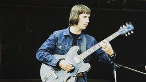 "Kitaristi Arno ""Nono"" Söderberg Ruisrockissa vuonna 1974"