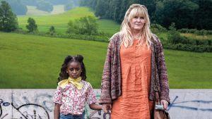 Brittiläinen draamasarja Kiri-tytön kohtalosta. Pääroolissa Sarah Lancashire ja  Felicia Mukasa.