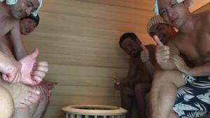 japanilaisia saunomassa