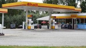 Bensinstationen Shell i Pojo.