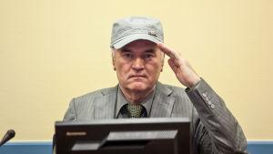 Dokumentti Ratko Mladićin tuomio seuraa Haagin tuomioistuimen oikeudenkäyntiä.