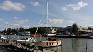 Segelbåten Noucat i Åbo gästhamn.