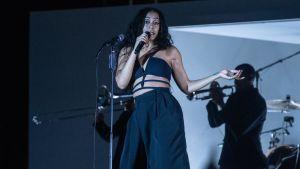 Solange Knowles esiintymässä.