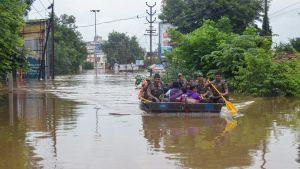 Räddningsoperation i Kerala efter monsunregn.