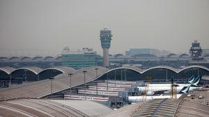 Hongkongs flygplats hör till de livligaste i världen med 75 miljoner passagerare årligen
