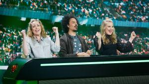 Kuvassa Annika Damström, Sean Ricks ja Rosa Kettumäki.