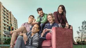 Sully (Koa Nuen), Pav (Marcus Graham), Ash (Phoenix Raei), Claudia (Roz Hammond) och Leonie (Shari Sebbens)