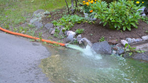 Slang som leder ut vatten.