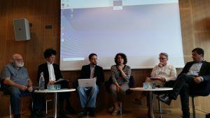 Fredsorganisationer diskuterar vapenexport i europasalen i Hfrs 27.8.2019