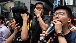 Joshua Wong är sedan år 2014 en av de mest kända unga demokratiaktivisterna. Bilden är från i somras då han ledde protester mot stadens ledning