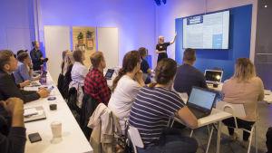 Google on avannut kaikille avoimen ja ilmaisen Digital Garage - oppimistilan Helsingin keskustaan.