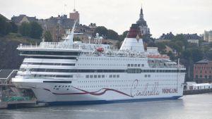 Viking Lines fartyg M/S Cinderella ligger förtöjd vid Kajen på Södermalm i Stockholm.
