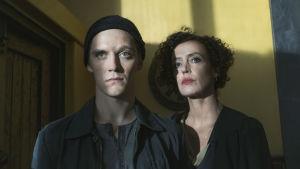 Saksalaissarjassa isänmaa kutsuu jälleen agentti Martin Rauchia. Pääosissa Jonas Nay ja Maria Schrader.