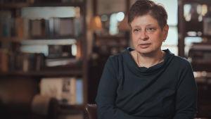 Dokumentissa tavataan Nikita Hruštšovin pojantytär Nina Hruštšov.