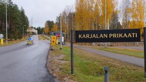 Karjalan prikaatin pääportti. Vekaranjärven varuskunta.
