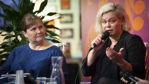 Marit Lindqvist och Anna Friman diskuterar jaget i den finlandssvenska litteraturen.