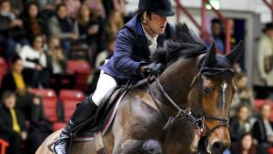 Robert Whitaker rider i Helsinki International Horse Show.